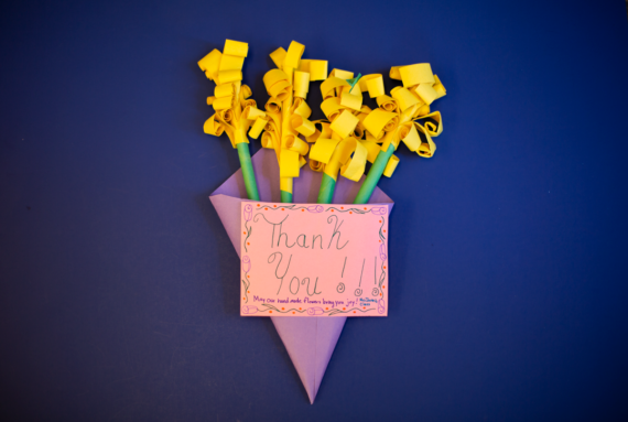 Student thank you note in the shape of a 3D bouquet
